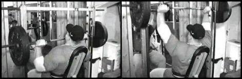 Dorian Yates egy kb. 75°dölésszögű padon dolgozik. Mivel azonban a Smith-gépen nem pontosan a mozgó rúd alatt foglal helyet, hanem egyben mögötte is. A karok nemcsak felfelé távolodnak, hanem előre is, így a végeredmény messze nem függőleges nyomás. Ebben az esetben talán 60°. Felmerül a kérdés nem mellgyakorlat-e ez inkább?