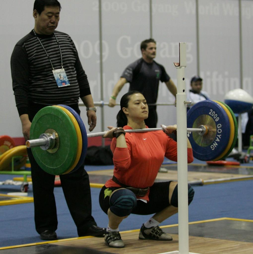 Nincs szükség szemgúvasztó súlyokra a modern élvonalbeli súlyemelők edzéséhez. Charniga photo
