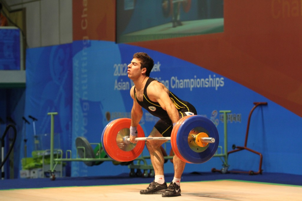 Rostami Kianoush 77kg-os iráni súlyemelő a 2012-es Ázsia Játékokon, nem egy internetes szerző, az erejének megfelelő fizikummal. Charniga photo
