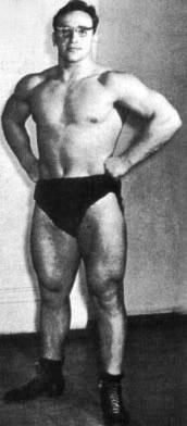 Vlaszov riválisaihoz képest kifejezetten atletikus volt.