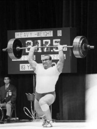 Vlaszov kudarca. Ha 212,5 kilót választ harmadikra, biztosan sikerül. Ez Zsabotyinszkijt felkényszerítette volna 220-ra.