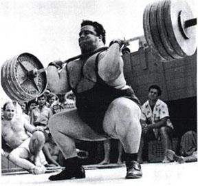 A súly 425 fontnyinak (kb. 193 kg) tűnk, tehát ez lökés lesz.