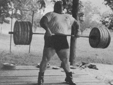 Nem tudjuk mikor készült a fénykép, vagy, hogy mennyi a súly. Paul képes volt 250 kg -ot is a köldöke fölé húzni.