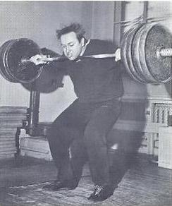 A nagyon fiatal Vlaszov. Egy időben a széles fogású felhúzással mérsékelt alámenést csinált.