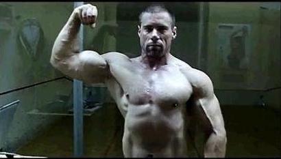 Egy másik felhasználó, aki szintén kerülte és kerüli a gyors szénhidrátpótlást. Ennek ellenére testsúlya 102 kg. A jelek szerint érettebb korban sem kötelező meghízni, éppen 39. születésnapja apropóján feszít. Miután végez, nagy tisztaságú protein turmixot hajt fel. Szénhidrátot csak egy-másfél órával később vesz magához, szilárd étel formájában.